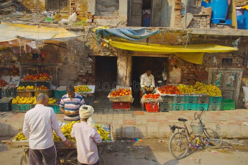 Obst- und Gemüse Verkäufer in Indien stockfoto