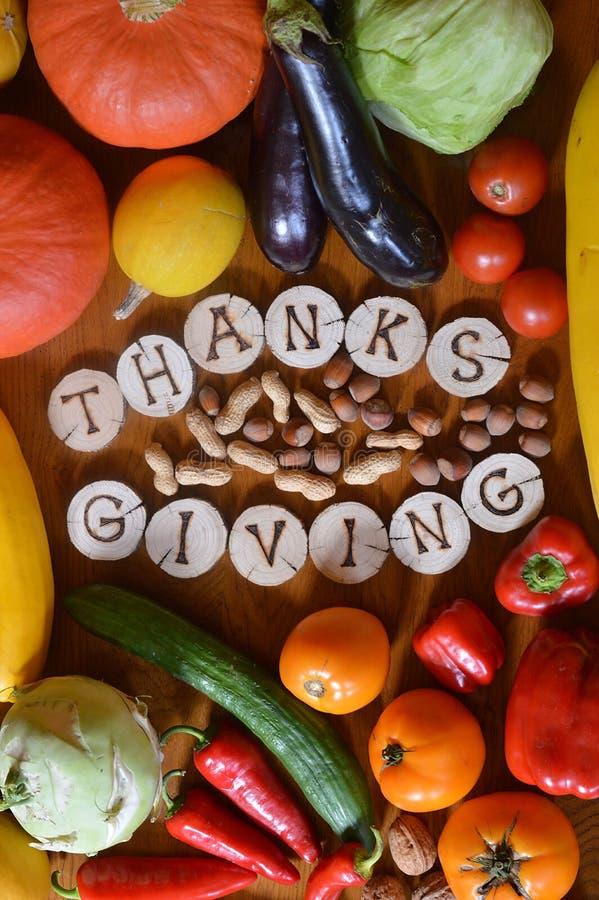 Obst und Gemüse verziert für Danksagung stockbilder