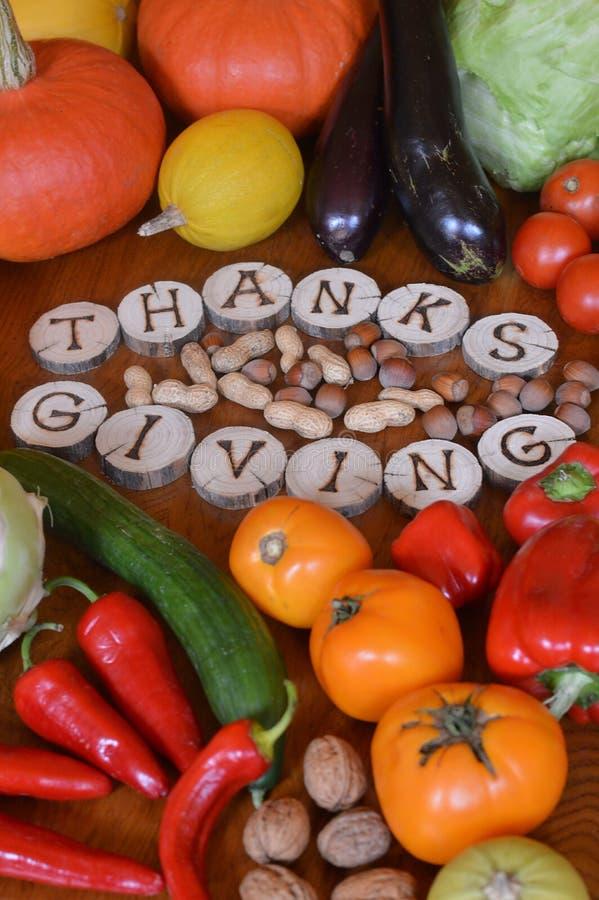 Obst und Gemüse verziert für Danksagung stockfotografie