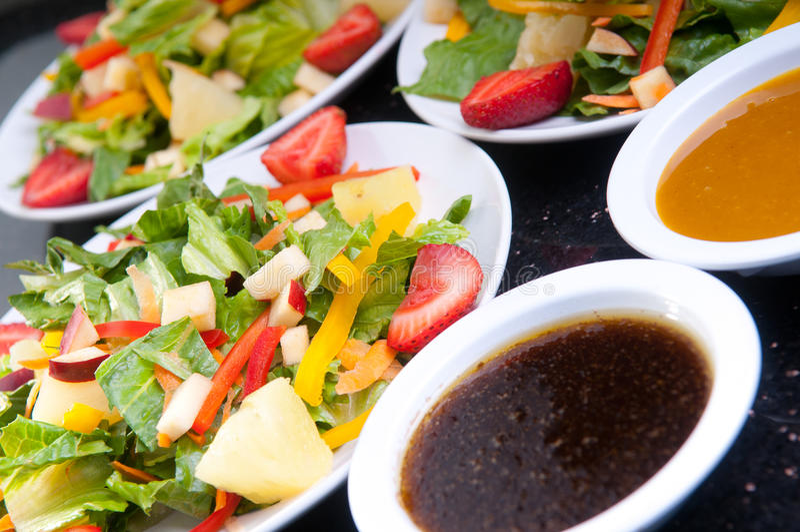 Obst- und GemüseSalate stockfotografie