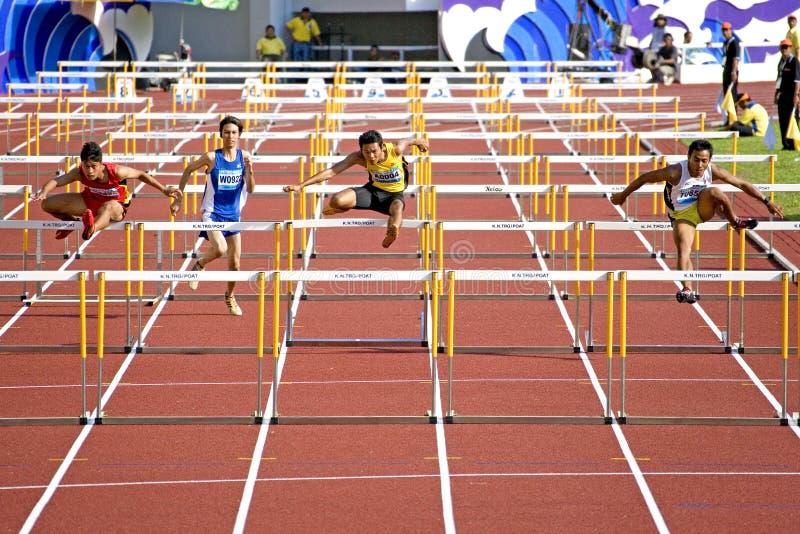 Obstacles de 110 mètres des hommes photos libres de droits