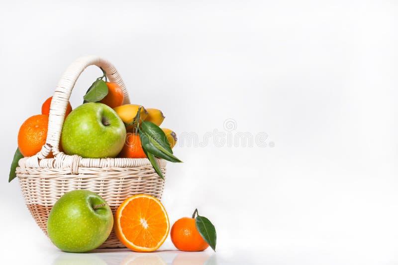 Obstkorb stockfotos