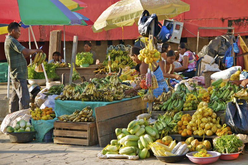 Obstmarkt im Freien, Leticia, Kolumbien lizenzfreie stockfotos