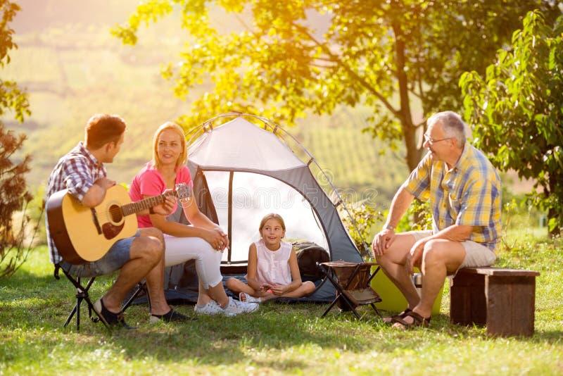 obszarów wiejskich campingowa rodziny fotografia royalty free
