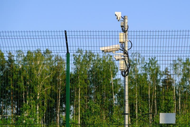 obszar chroniony Inwigilacji kamery dla inwigilacji CCTV materiał filmowy od nasz własności Ogrodzenie fotografia stock