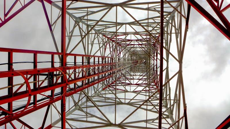 obszar miasta dmitrov nocy Moscow tower telekomunikacyjnych zimy zdjęcie royalty free