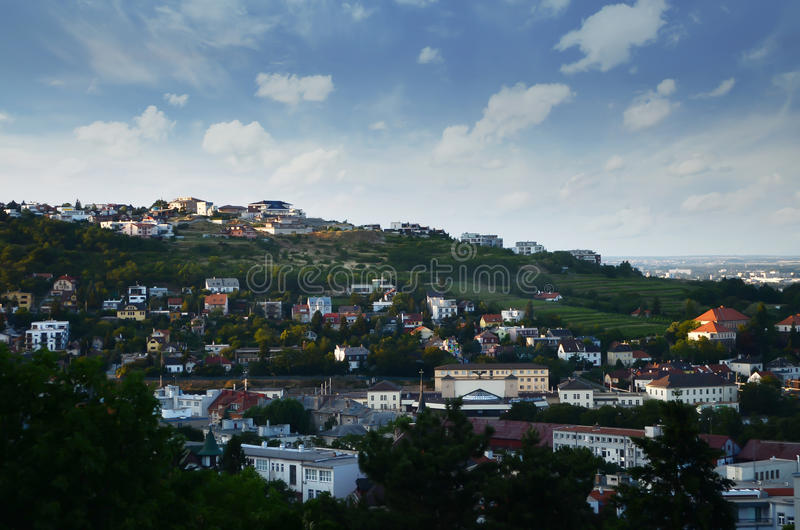 Obszar zamieszkały w Bratislava panoramy widoku na słonecznym dniu, Sistani odgórny widok, widok z lotu ptaka, Bratislava linia h zdjęcia stock