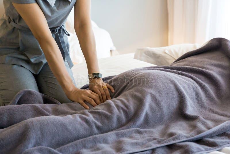 Obtendo a massagem foto de stock royalty free