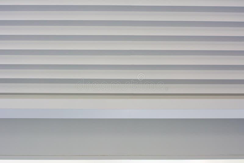 obturador branco, cortinas para o design de interiores foto de stock