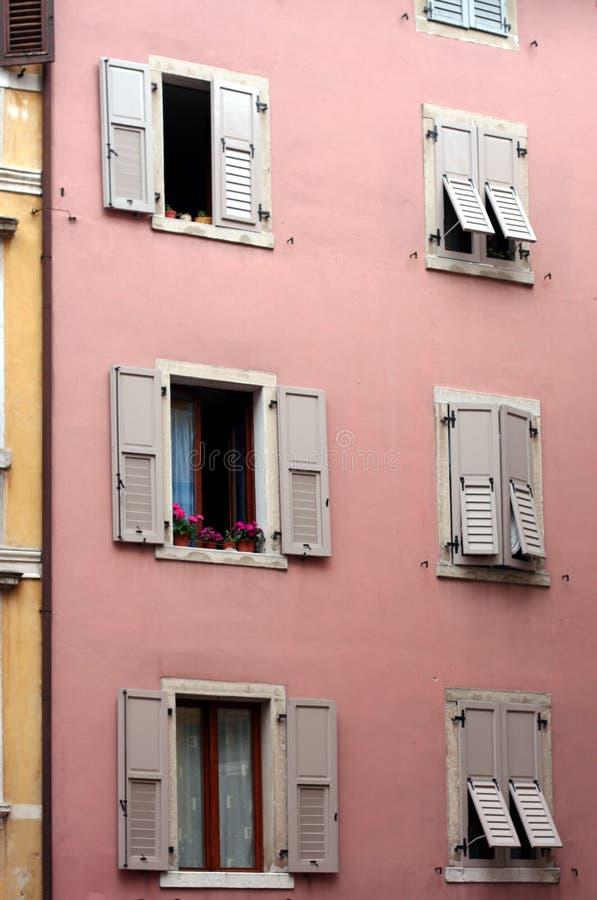 Obturador italiano Windows foto de stock