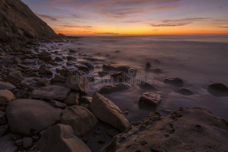 Obturador lento de la puesta del sol costera de la reserva de Scripps imagenes de archivo