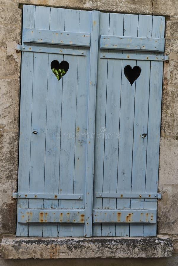 Obturadores azules con el corazón Sancerre imagen de archivo