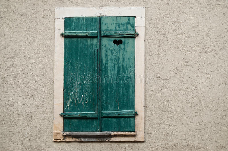 Obturadores azules de madera imagenes de archivo