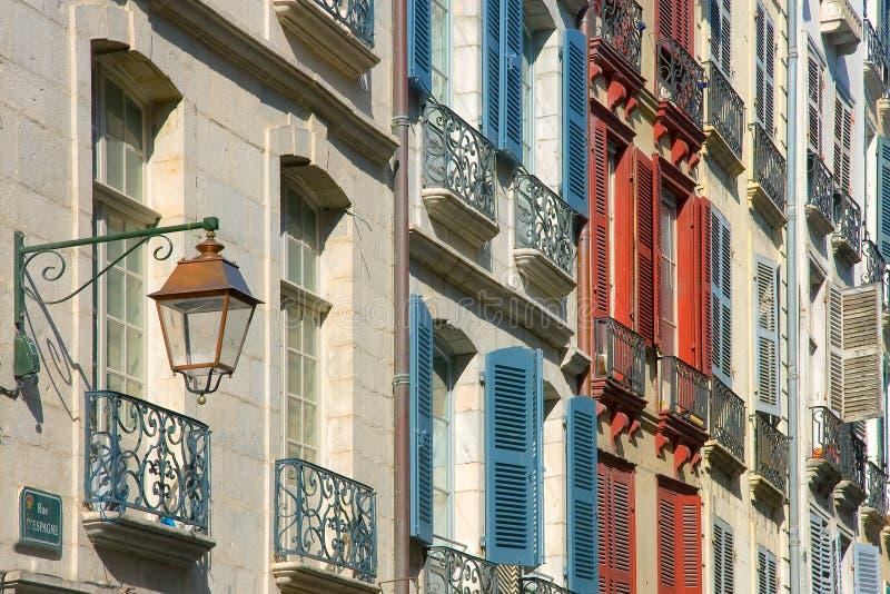 Obturadores en la calle Bayonne fotografía de archivo