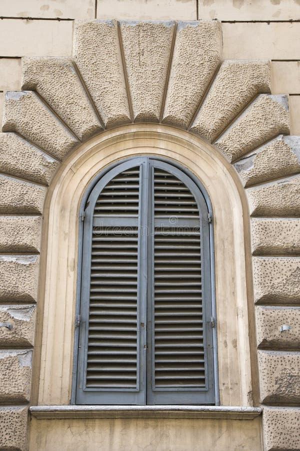 Obturadores fechados indicador arqueados, Italy. fotos de stock royalty free