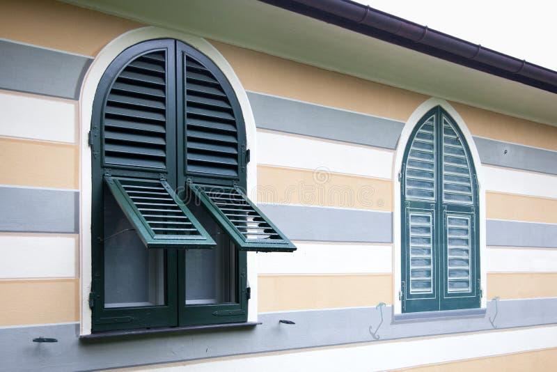 Obturadores reales y ventana falsa fotografía de archivo