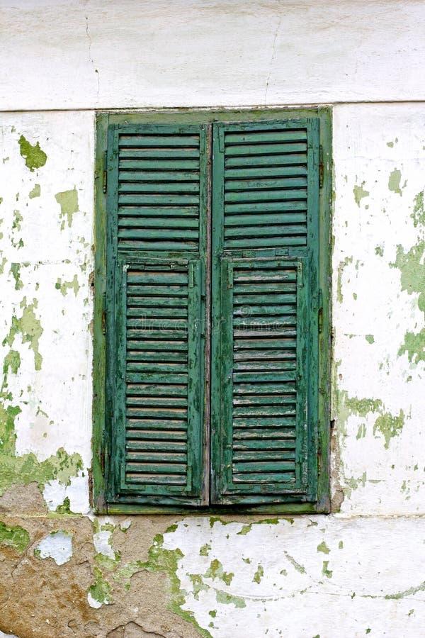 Obturateurs verts d'hublot photographie stock libre de droits