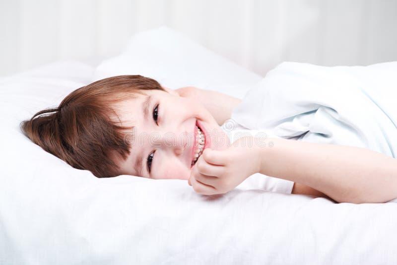 obudzi chłopiec obraz royalty free