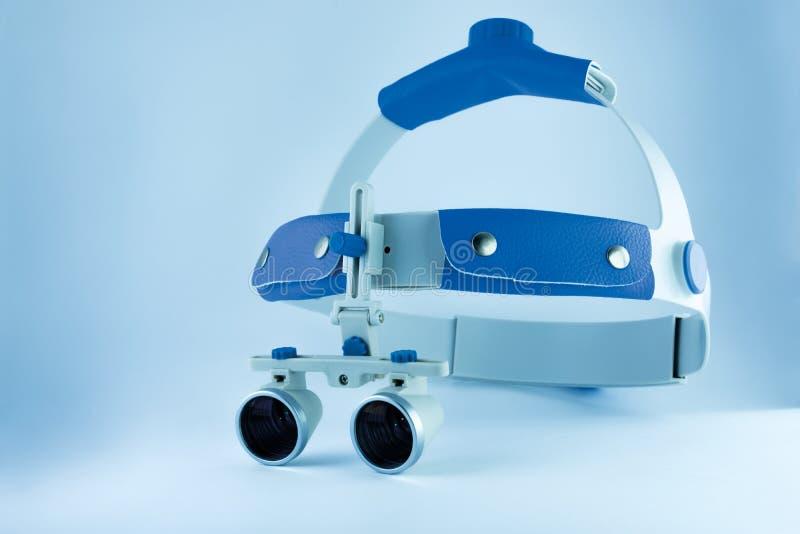 Obuoczna loupes dentystyka Zastosowanie optyka w treatme fotografia stock