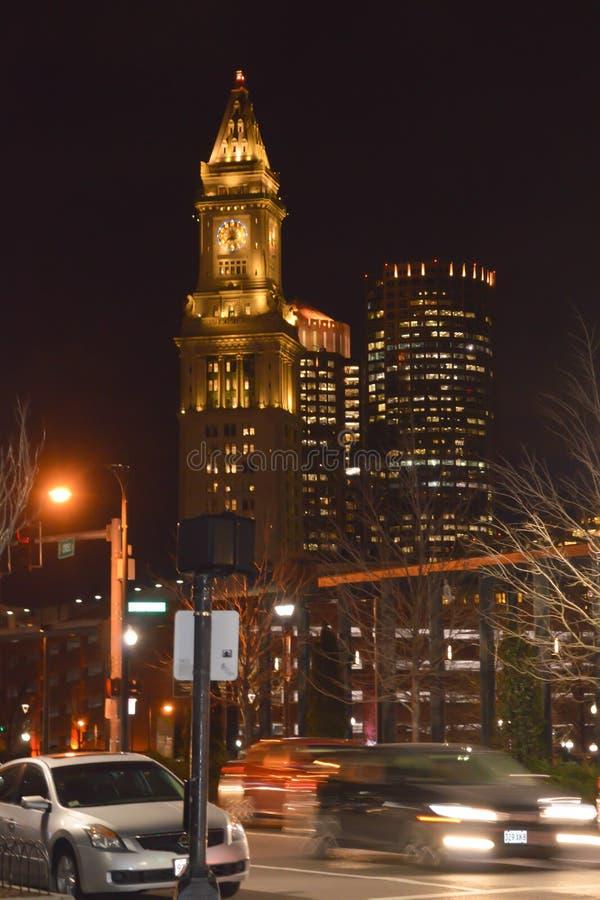 Obyczajowego domu zegarowy wierza przy nocą w Boston, usa na Grudniu 11, 2016 obraz stock