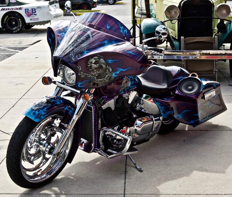 Obyczajowy motocykl z czaszkami obraz stock