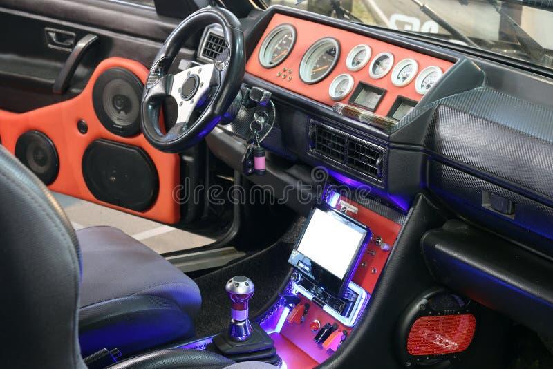 Obyczajowy samochodowy wnętrze z audio systemem obrazy stock