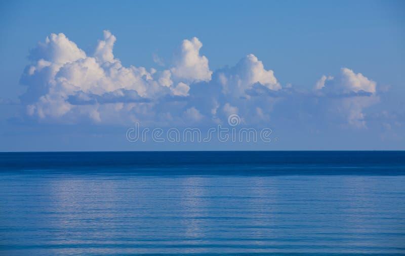 Océan bleu images stock