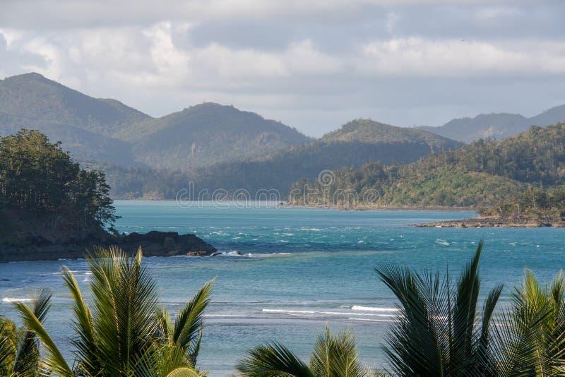 Océan bleu pittoresque sur la Grande barrière de corail photographie stock libre de droits