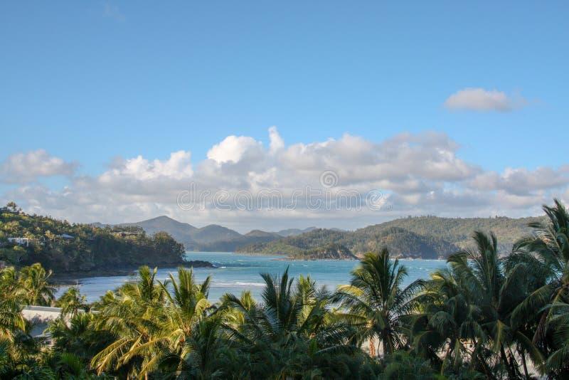 Océan bleu pittoresque sur la Grande barrière de corail images libres de droits