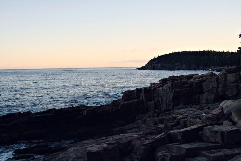Download Océan de Maine image stock. Image du océan, roche, ciel - 45360507