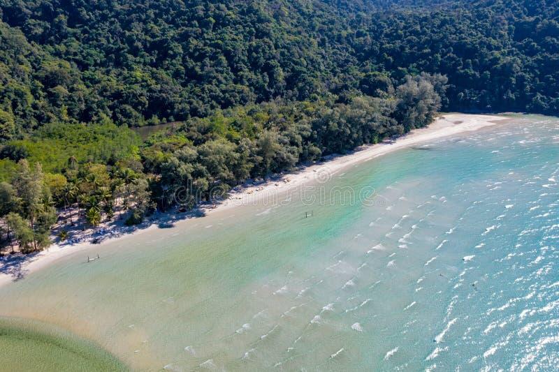 Océan de mer de ciel bleu et de turquoise à l'île près de Koh Kood à l'est de la Thaïlande images libres de droits