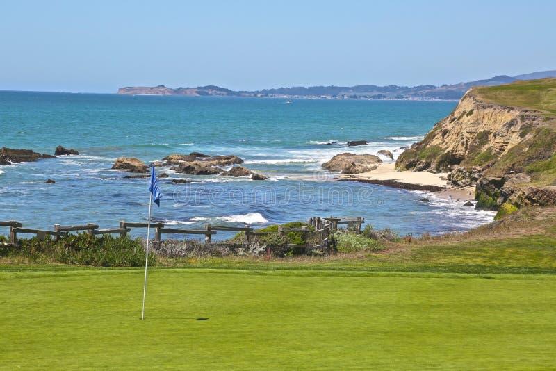 Océan de terrain de golf images libres de droits