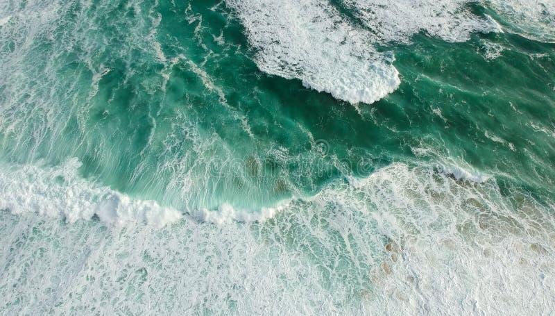 Océan de vue aérienne avec des vagues photographie stock