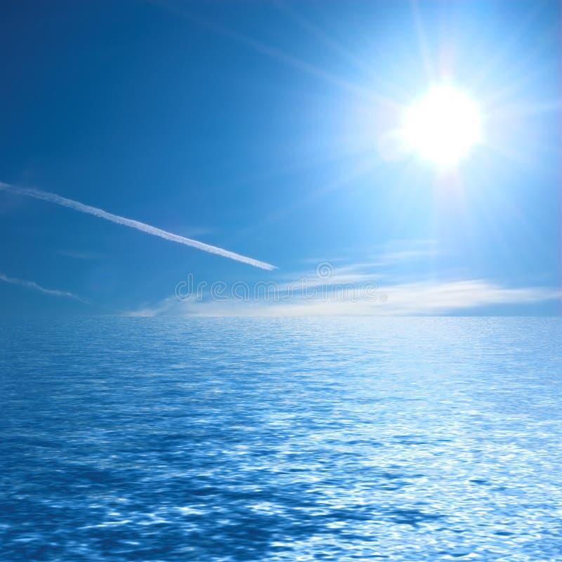 Océan ensoleillé photo libre de droits