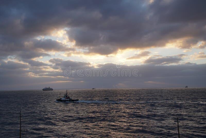 Océan magique Lever de soleil au-dessus de l'Océan atlantique Matin Vagues du ressac image libre de droits