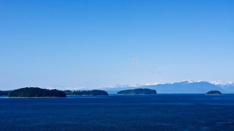 Océan, montagnes, forêts photos stock