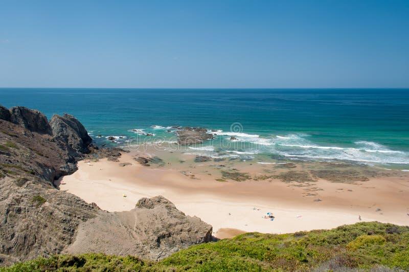 Océano Atlántico en la costa de Algarve, Portugal Vacaciones de verano imagen de archivo libre de regalías