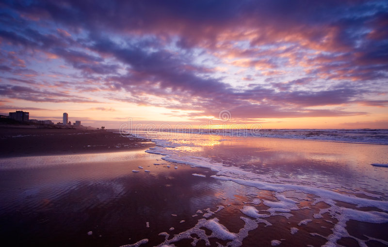 Océano en la noche fotos de archivo libres de regalías