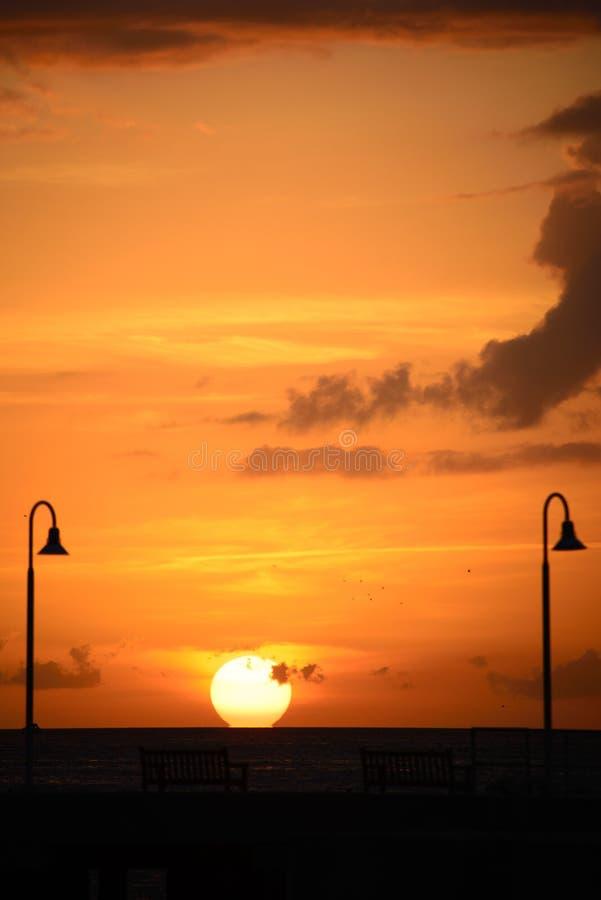 Océano en la puesta del sol foto de archivo libre de regalías