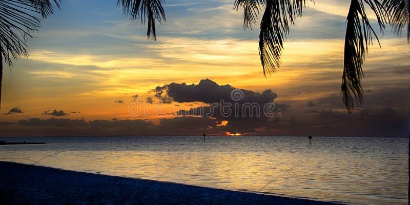 Océano en la puesta del sol imágenes de archivo libres de regalías