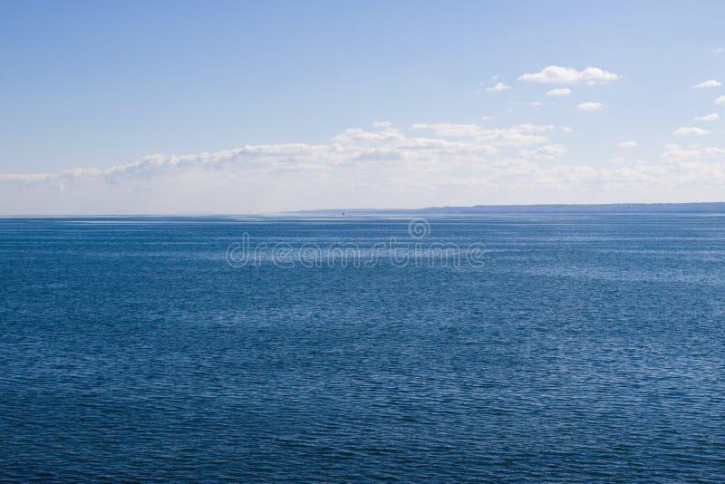 Océano en un día tranquilo imagen de archivo libre de regalías