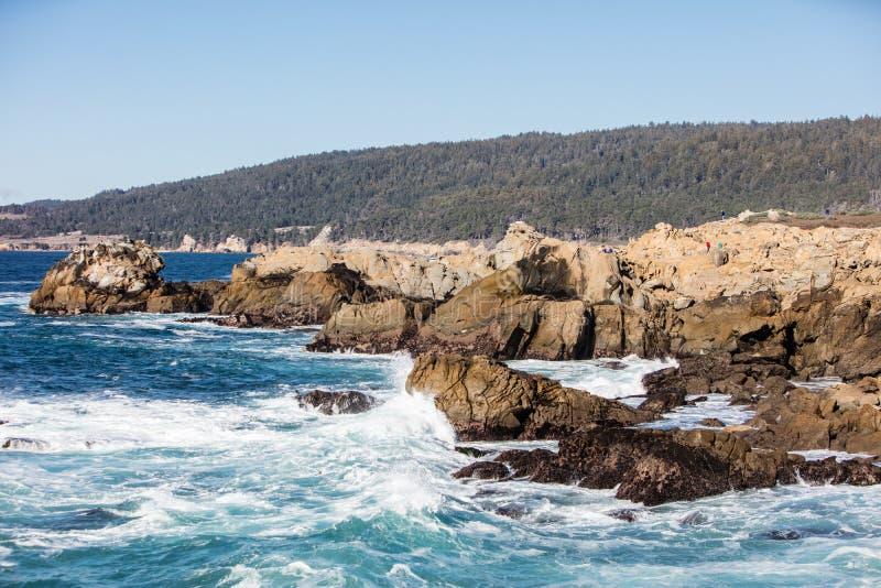 Océano Pacífico y Rocky California Shore foto de archivo libre de regalías