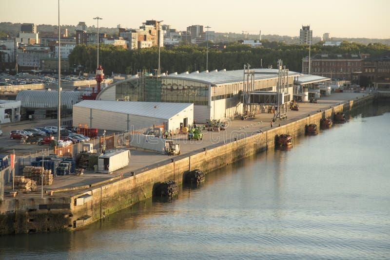 Océano Southampton terminal en el amanecer fotos de archivo libres de regalías