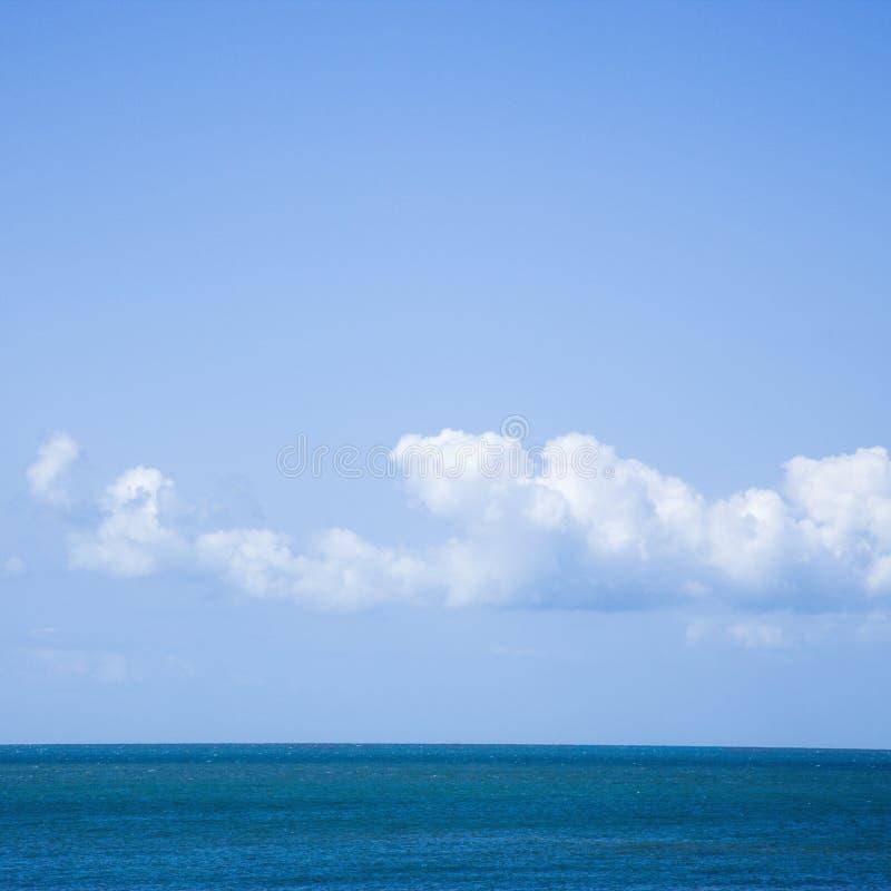 Océano y cielo. imagenes de archivo