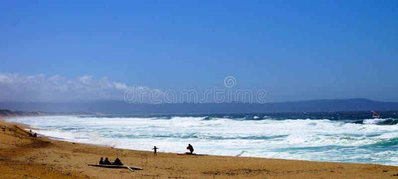 Océano y playa imagen de archivo