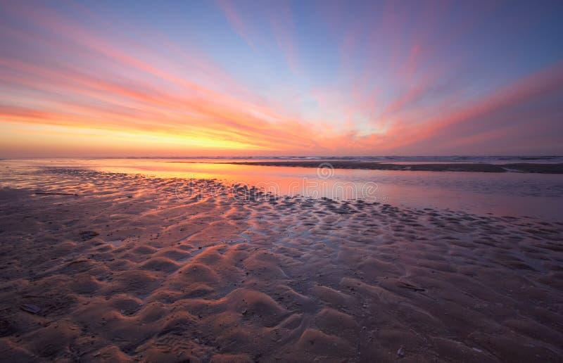 Océano y puesta del sol fotografía de archivo libre de regalías