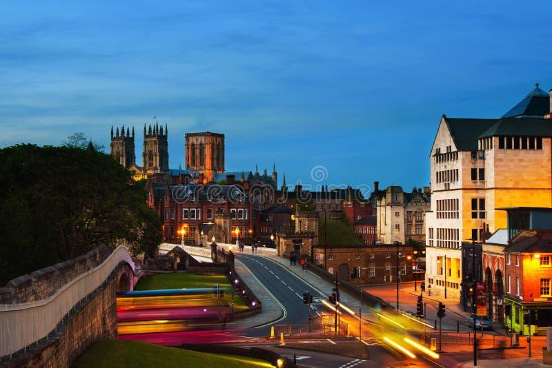 Ocaso de York central, Reino Unido, con la catedral de la iglesia de monasterio de York foto de archivo libre de regalías