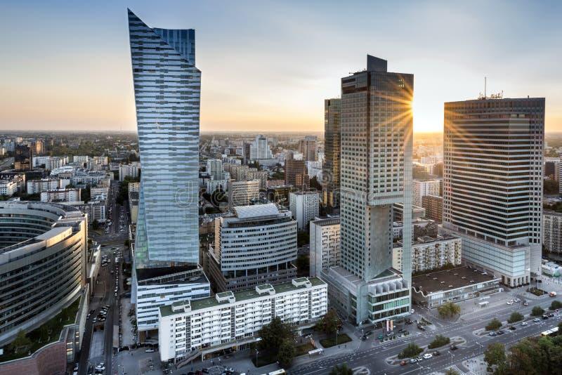 Ocaso sobre la ciudad de Varsovia, Polonia fotos de archivo libres de regalías