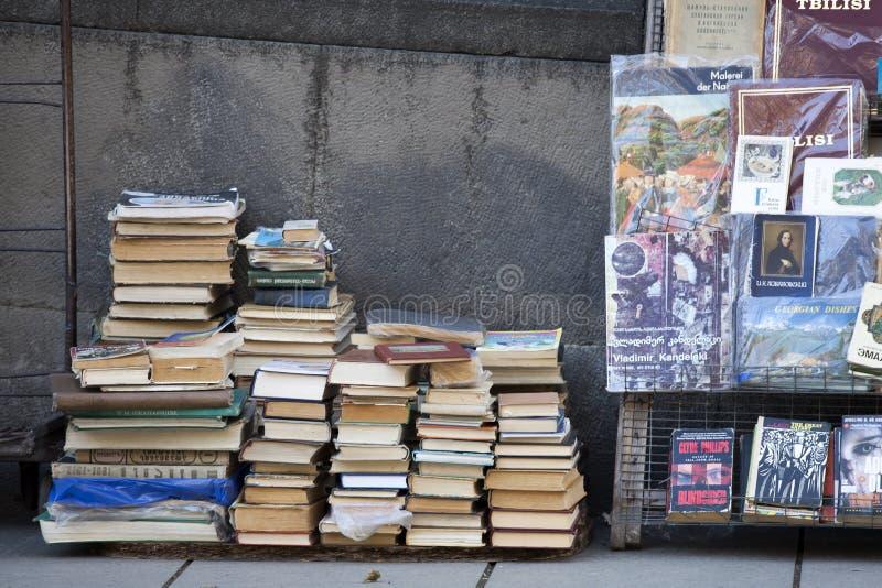 Occasion de vente de marchand ambulant réserve sur de divers sujets photographie stock