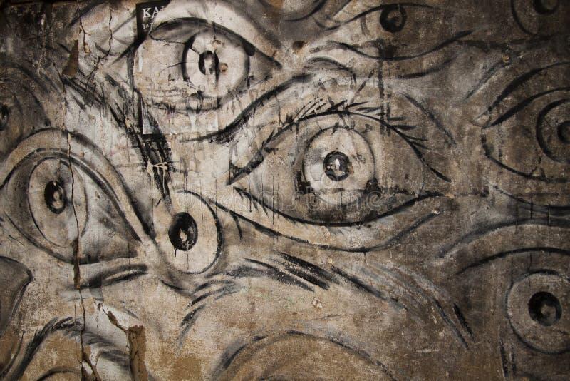 Occhi sulla parete immagine stock